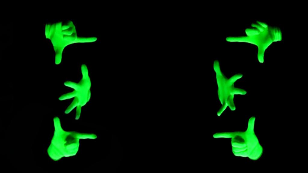 グリーンブラックライトフィンガー